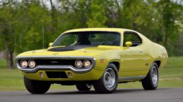 Collector Car Corner - Surprise: 1971 Plymouth Hemi GTXgoes for $253K and outsells 1,000 other vehicles at Mecum Auction